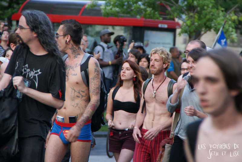 manifestation manif nu naked girls manufestation sexy seins boobs tits men underwear F1 montreal loi78 ggi manifencours 7 juin 2012 montreal blog voyage pvt whv
