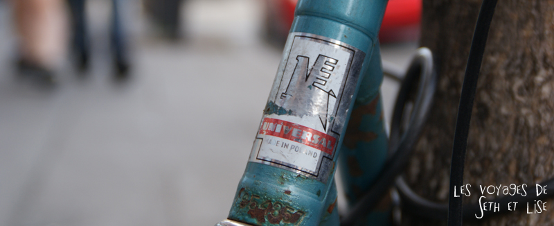 blog canada montreal voyage pvt insolite drole velo fixie hipster bike logo universal poland