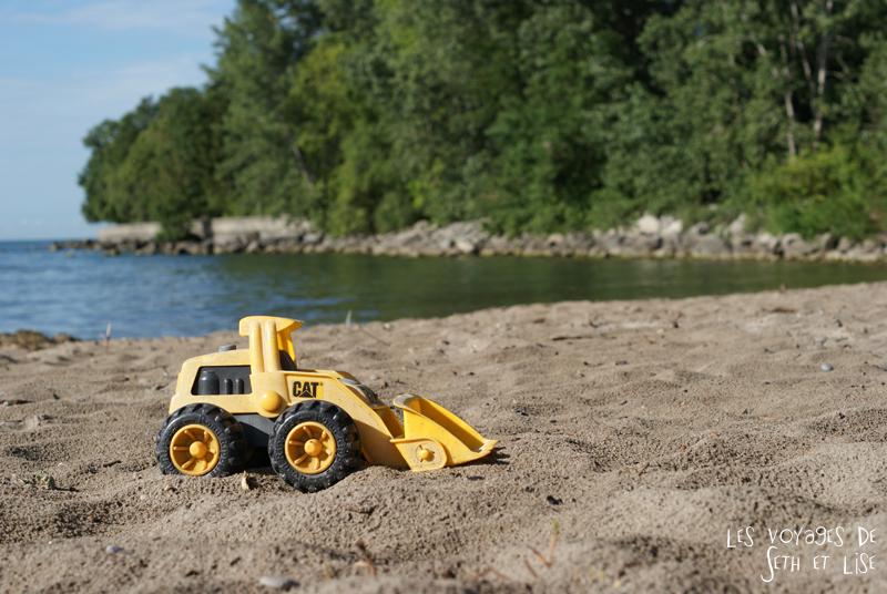 pvt canada toronto couple blog iles island ferry voyage tour du monde plage jouet travaux buldozzer cat