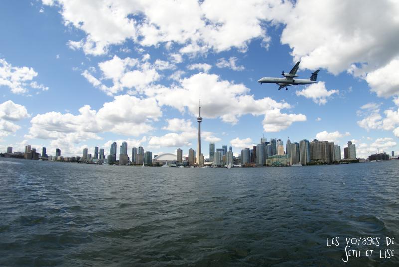 pvt canada toronto couple blog iles island ferry voyage tour du monde avion bateau skyline building froler
