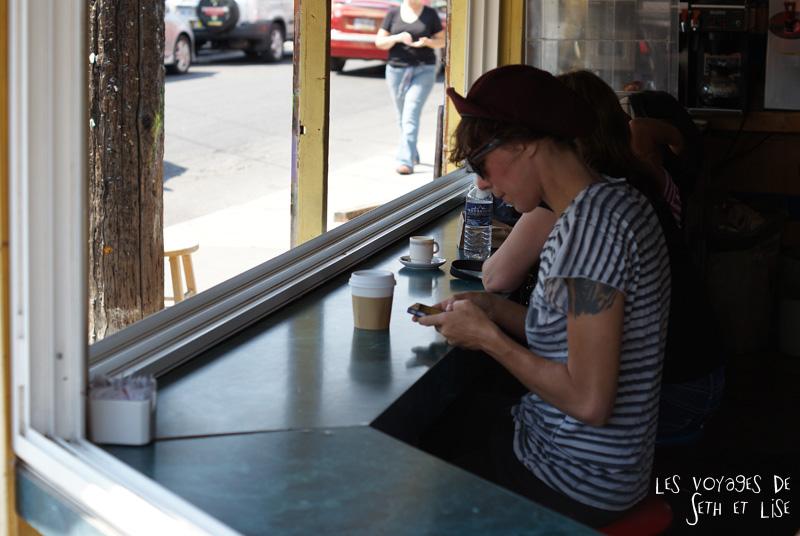 hblog voyage toronto canada pvt montreal people portrait photo hipster latte iphone instagram
