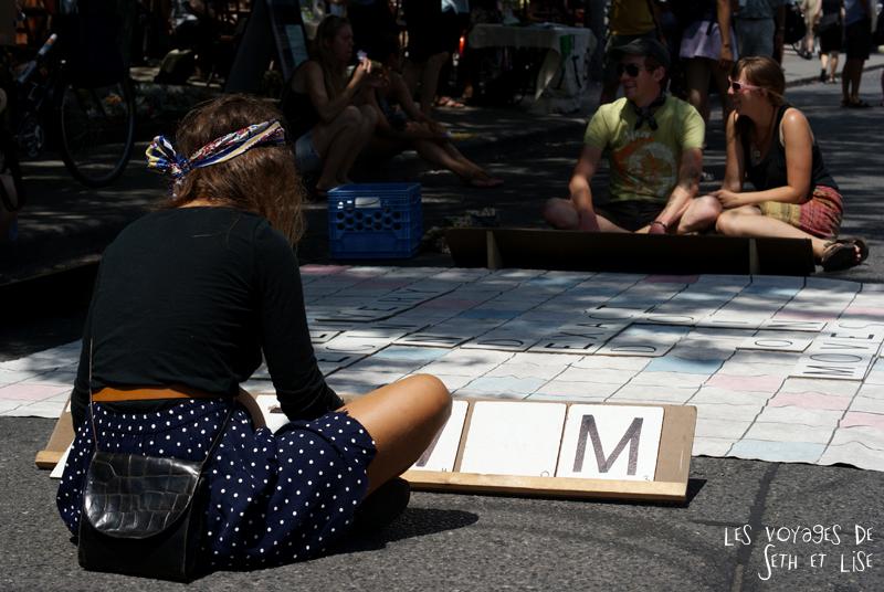 blog voyage canada pvt toronto kensington pedestrian market hippie chill scrabble girl leg sexy