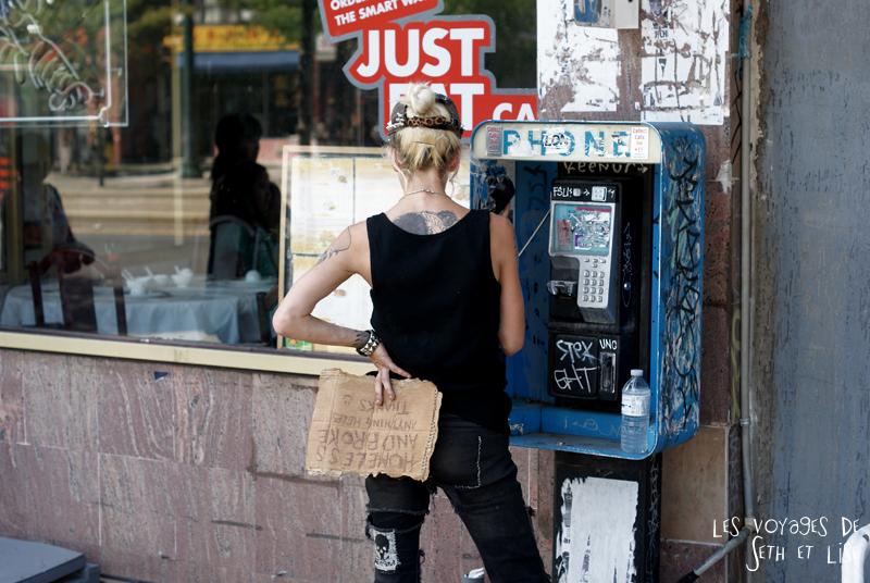 blog pvt canada toronto couple tour du monde portrait phone telephone sdf blonde