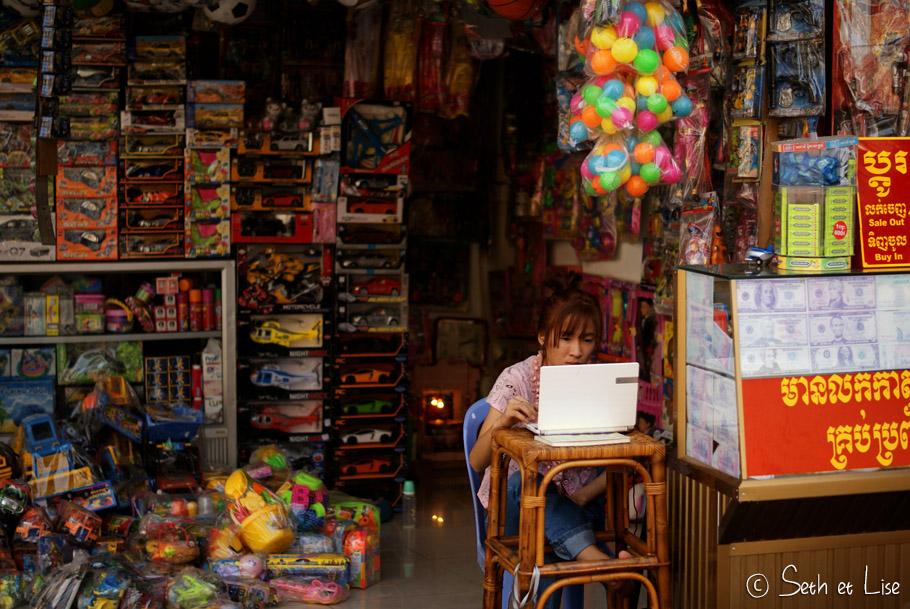 We stroll you scroll – People of Phnom Penh